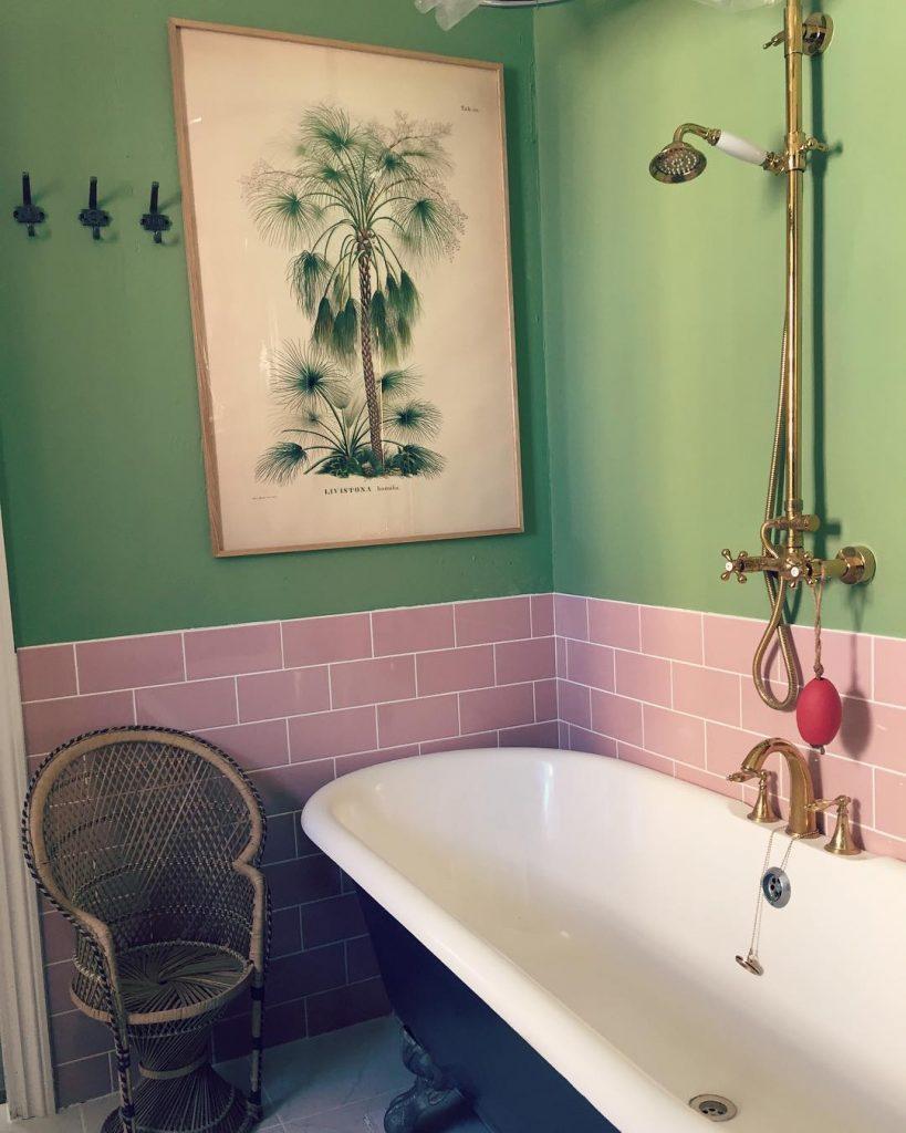 Farrow & Ball Yeabridge Green bathroom with pink tiles