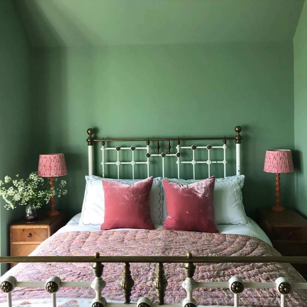 Farrow & Ball Yeabridge Green bedroom
