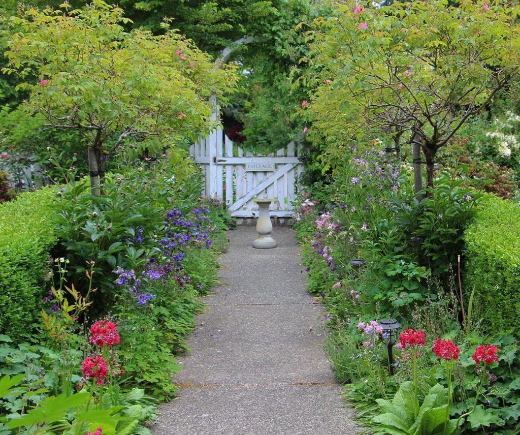 Main artery garden path