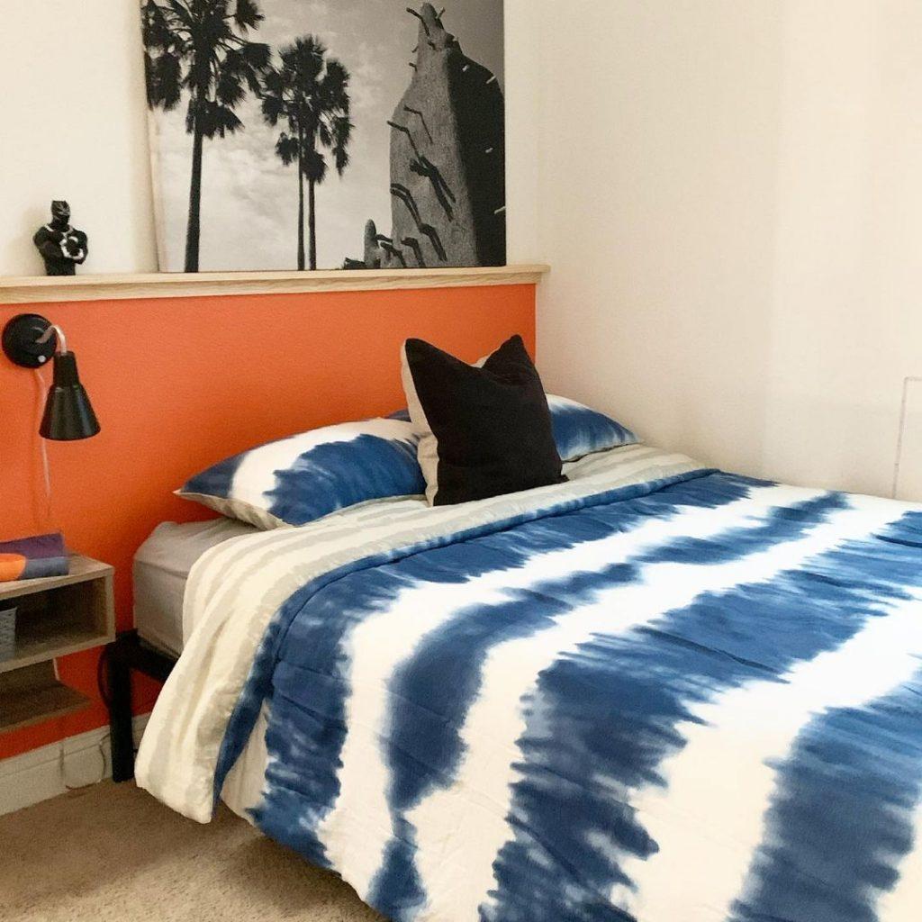 Teenage boys bedroom in blue and orange