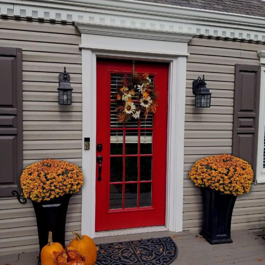 Benjamin Moore Caliente red front door