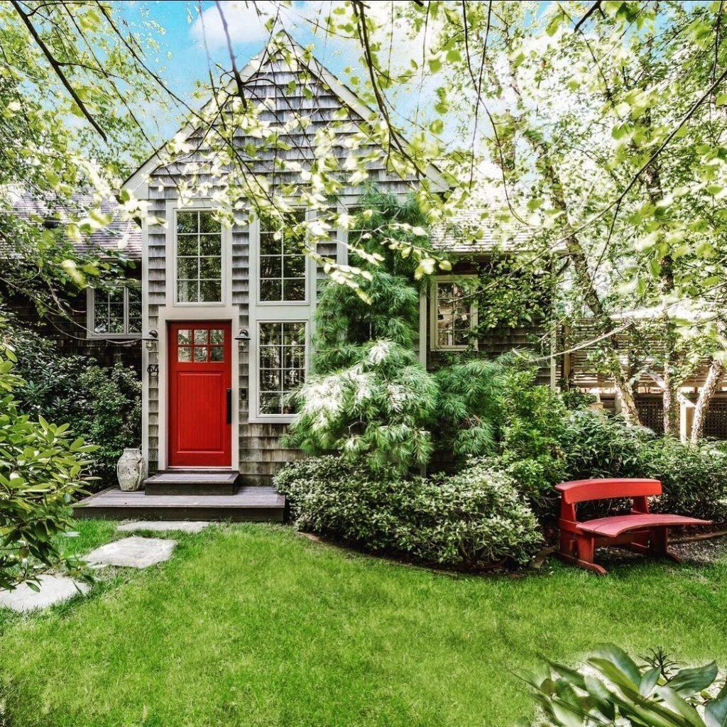 Benjamin Moore Million Dollar Red front door