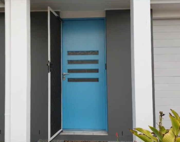 blue door Dulux Oasis Spring